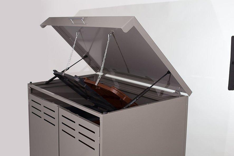moderne Mülltonnenbox aus ALiuminiium in grau für zwei Tonnen mit geöffnetem Deckel
