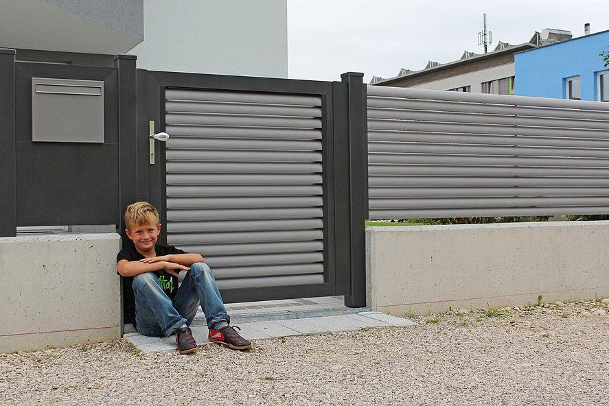 Newton, Super-Zaun, Deutschland, Lamellenzaun, grau, Aluzaun, kreativ, hoch, Sichtschutz, modern